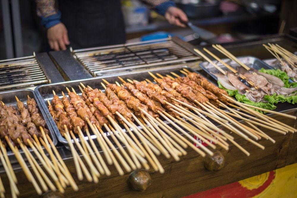 Chinese chefs are making traditional Chinese snacks on the roadside