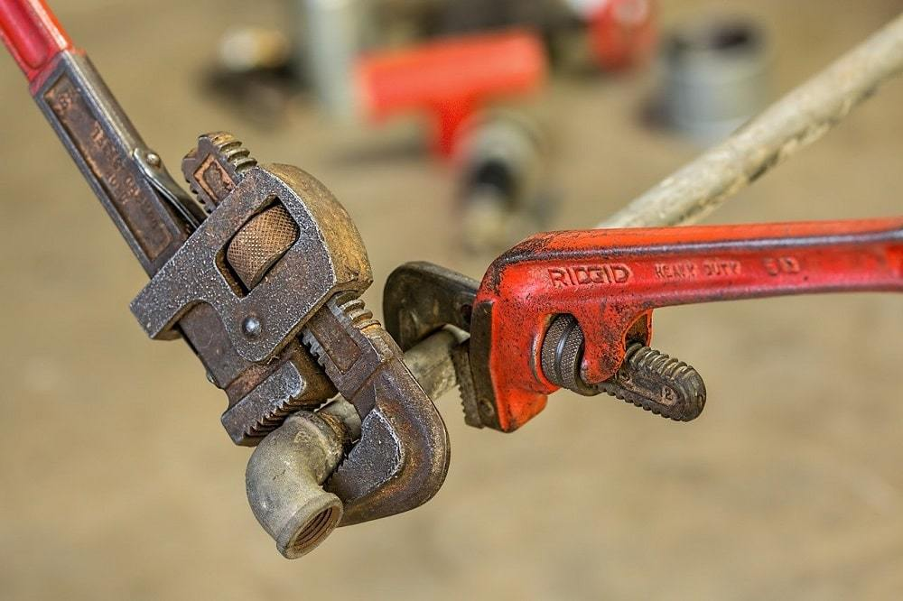 plumbing-pipe-wrench-repair